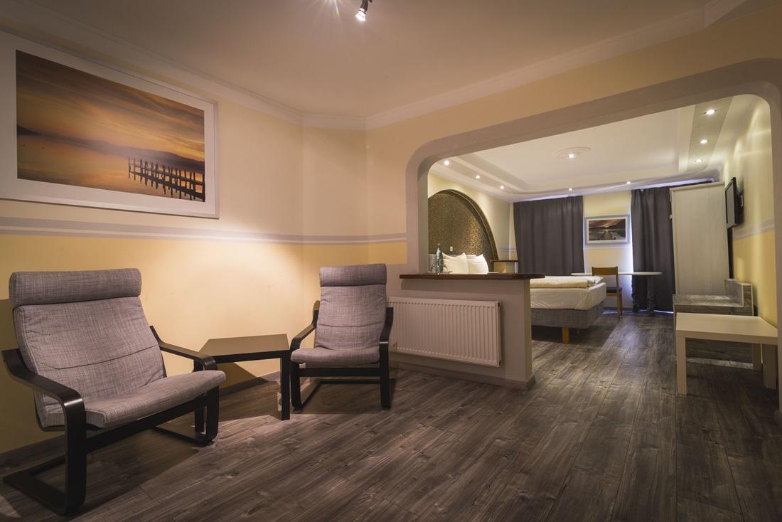 hotel am markt hotel. Black Bedroom Furniture Sets. Home Design Ideas